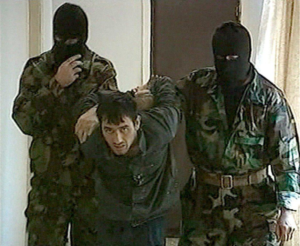 「出動軍隊的目的是鎮壓恐怖份子,根本不是為了解救人質。」紀錄片《永遠的第一中學》...