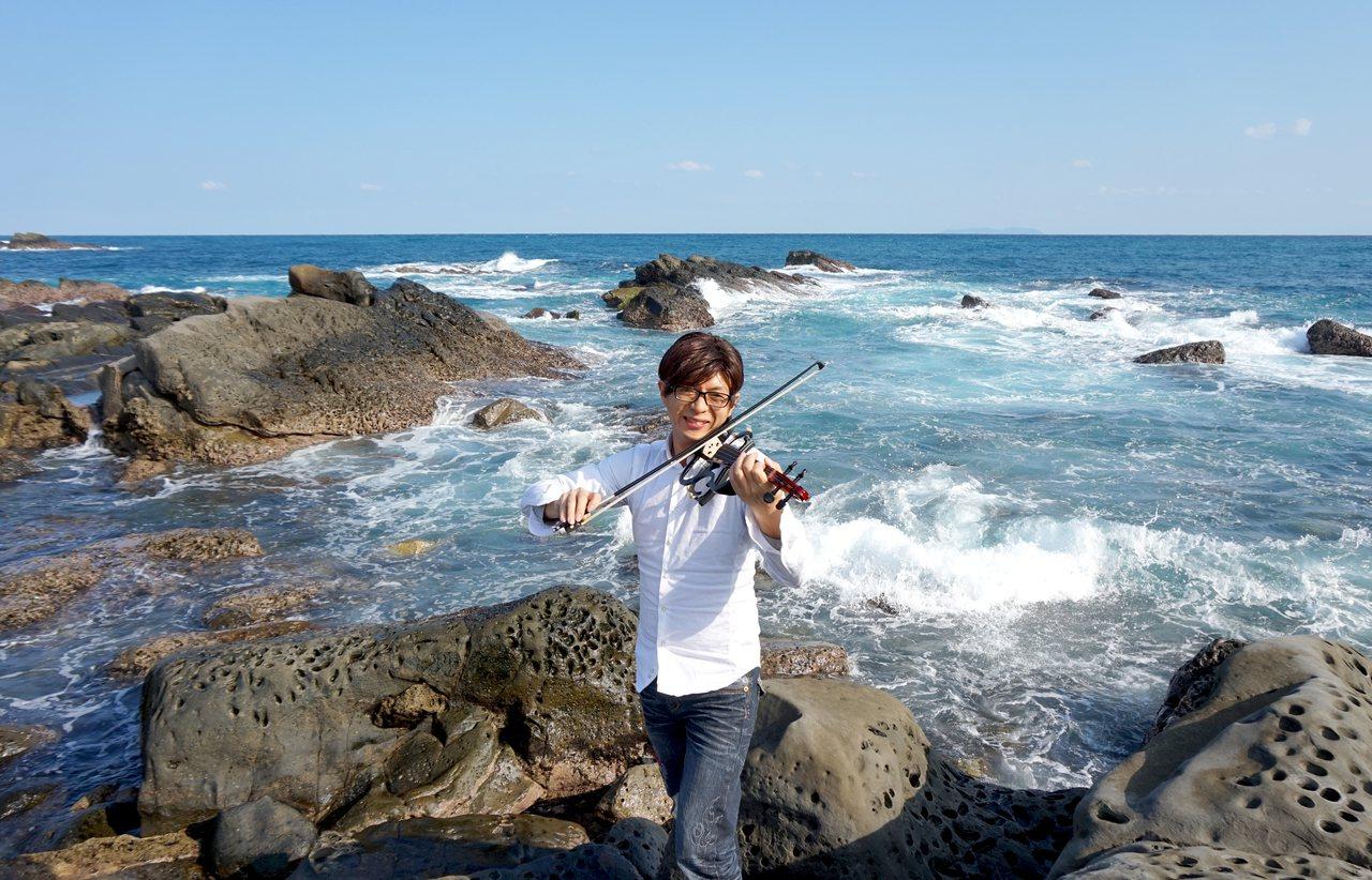 新竹縣大坪國小校長彭銘君從音樂中,啟發到「要抱持著一顆學習的心,人生沒有過不去的...