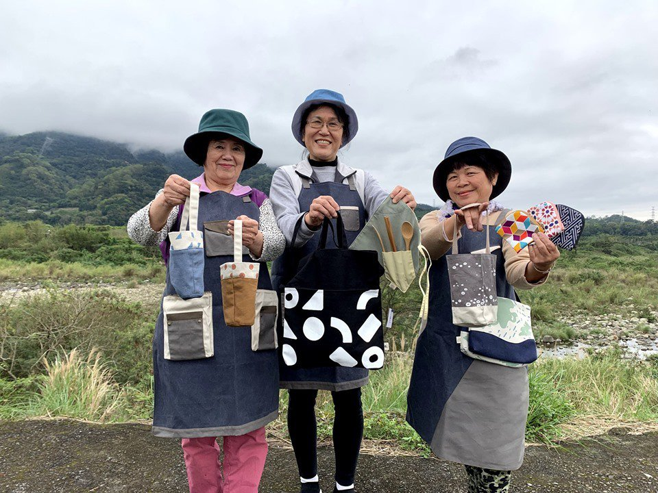 九讚頭文化協會與橫山在地媽媽合作打造「台灣水色」品牌,近5年來已合作過超過20位...