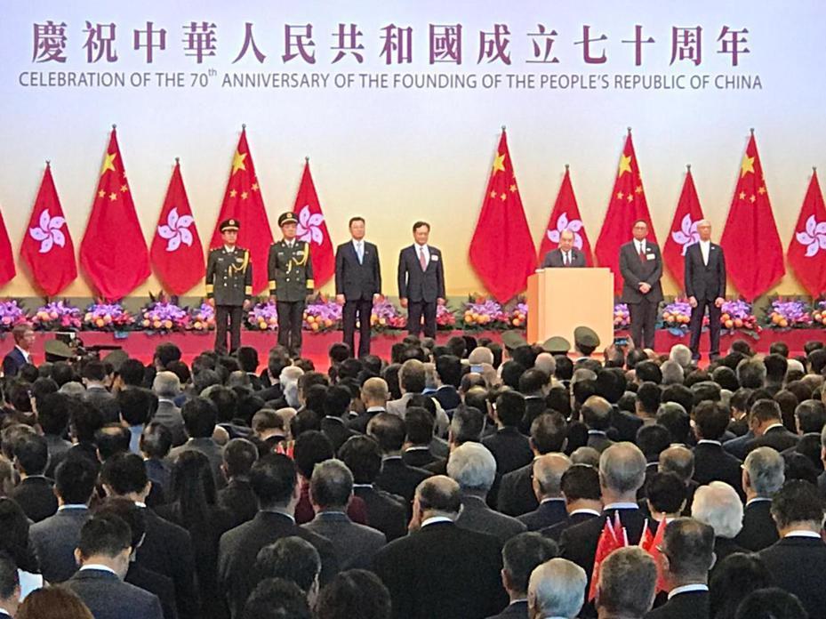 香港署理行政長官張建宗在「十一」酒會上致辭。圖/取自星島日報