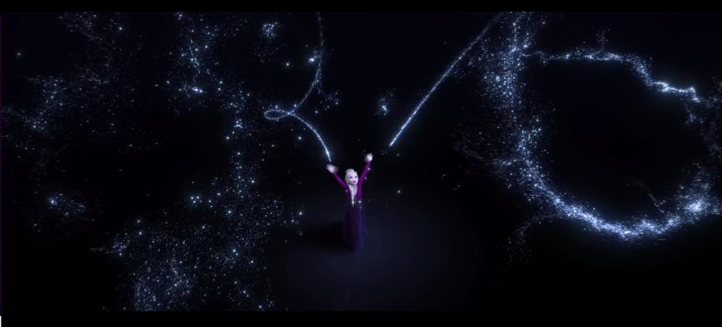 艾莎在「冰雪奇緣2」展現更精采的魔法。圖/翻攝自YouTube