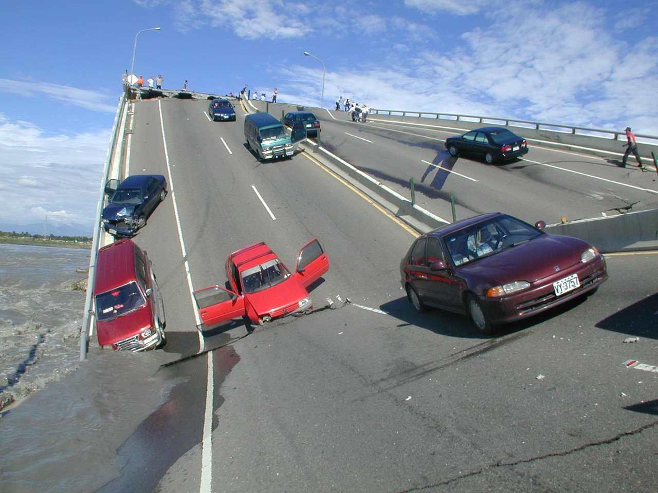 高屏大橋2000年8月27日斷橋意外現場/本報資料照片