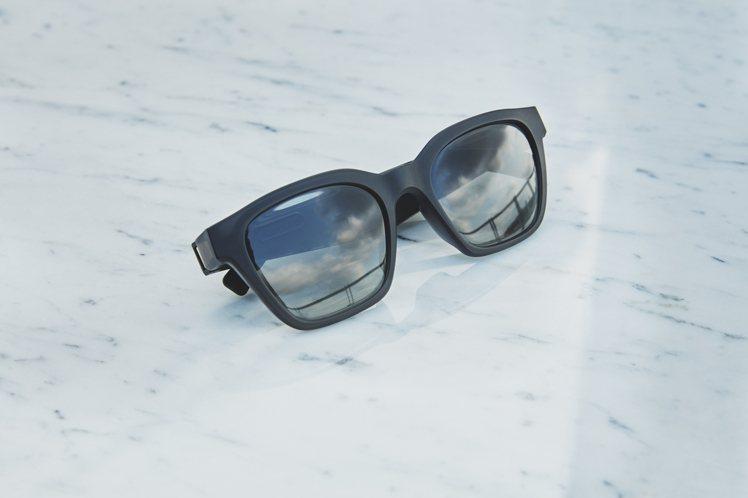 Bose太陽眼鏡-方款,建議售價6,800元,即日起在台灣正式上市。提供鏡面銀(...