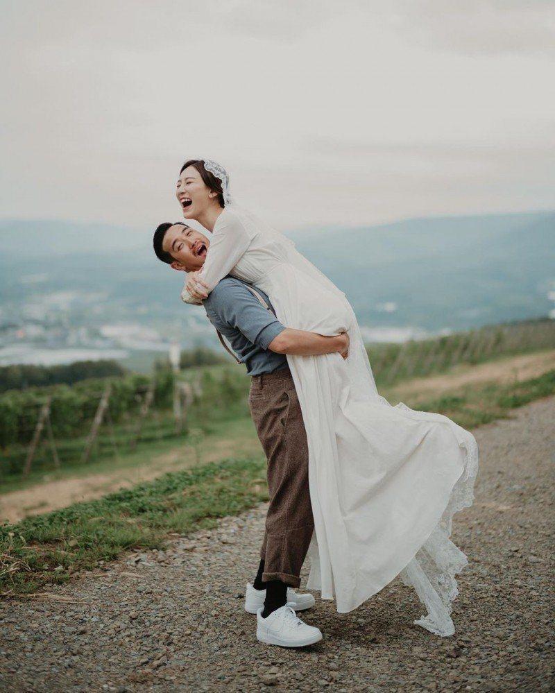 曾志偉兒子曾國祥與愛情長跑6年的女星王敏奕結婚,接受港媒訪問時表示尚未懷孕。圖/