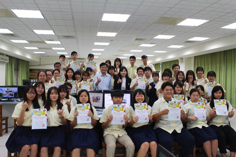 國立新竹高商師生參加「2019全國慈善科技人文網頁設計比賽」總計獲得2金獎、2銀獎、6銅獎及6佳作等優異成績。記者張雅婷/攝影