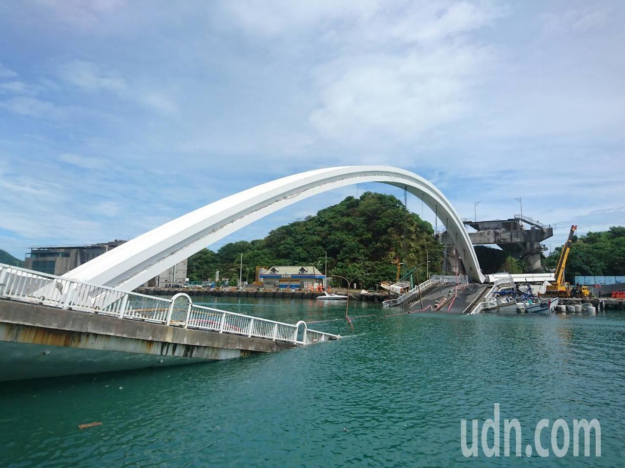 宜蘭縣南方澳跨港大橋今天發生坍塌意外,多人受傷送醫,港公司表示已編了預算,有年要...