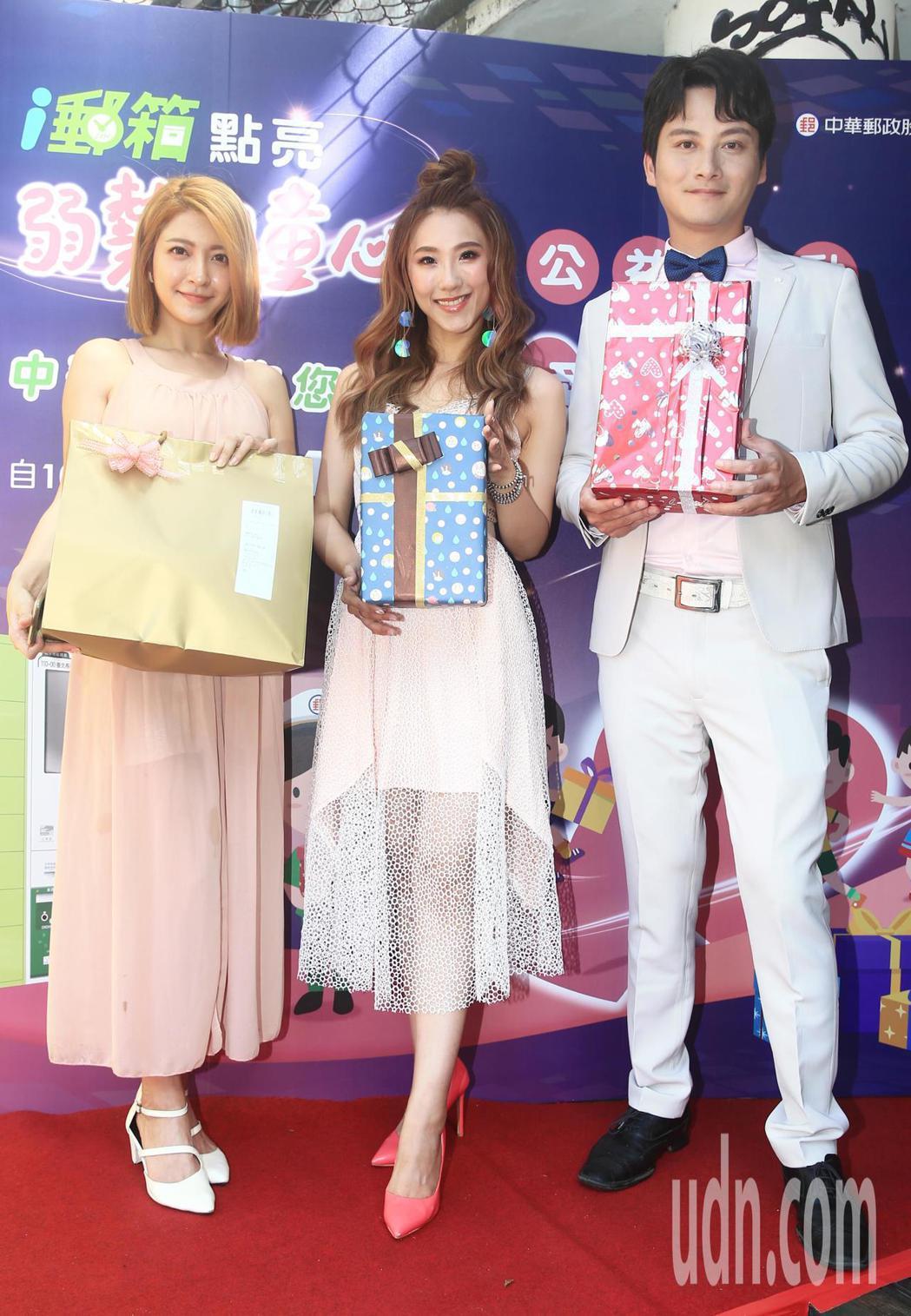 智慧城市168活動開跑媒體座談會記者會下午在台北電影公園舉行,藝人謝金晶(中)、