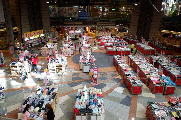 京華城11月底熄燈,即日起推出封館拍賣。記者江佩君/攝影