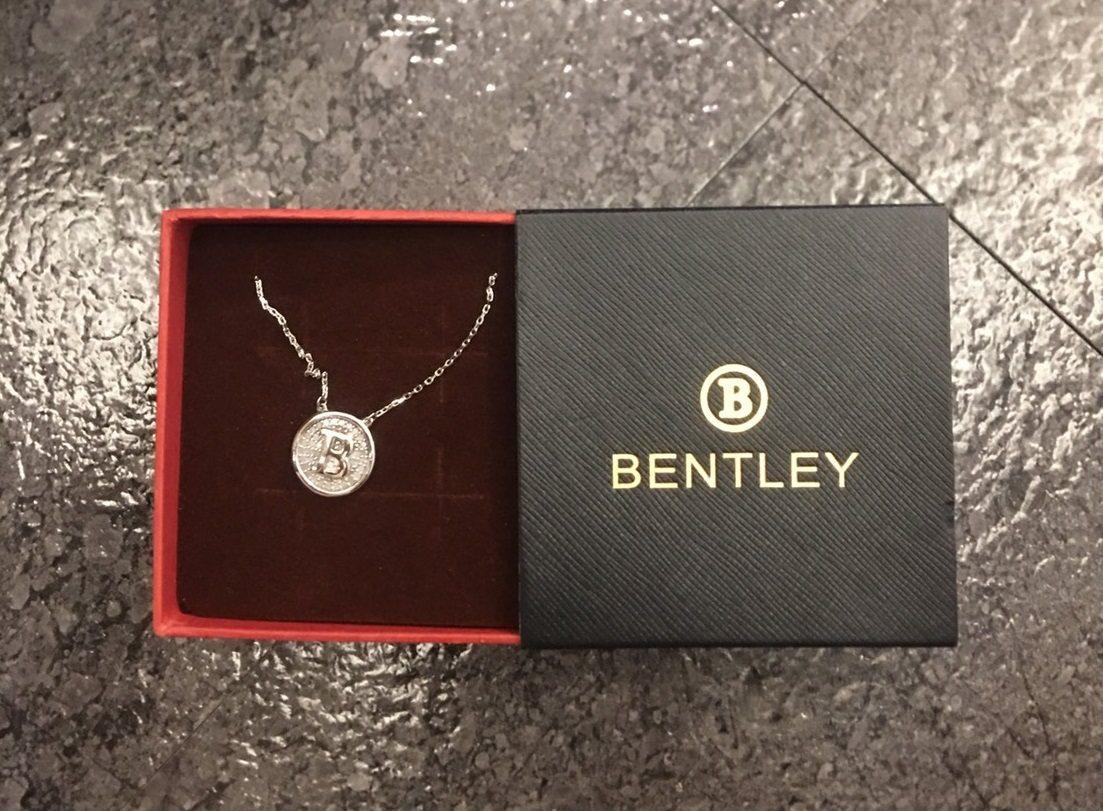 「BENTLEY」項鍊。記者林伯驊/翻攝