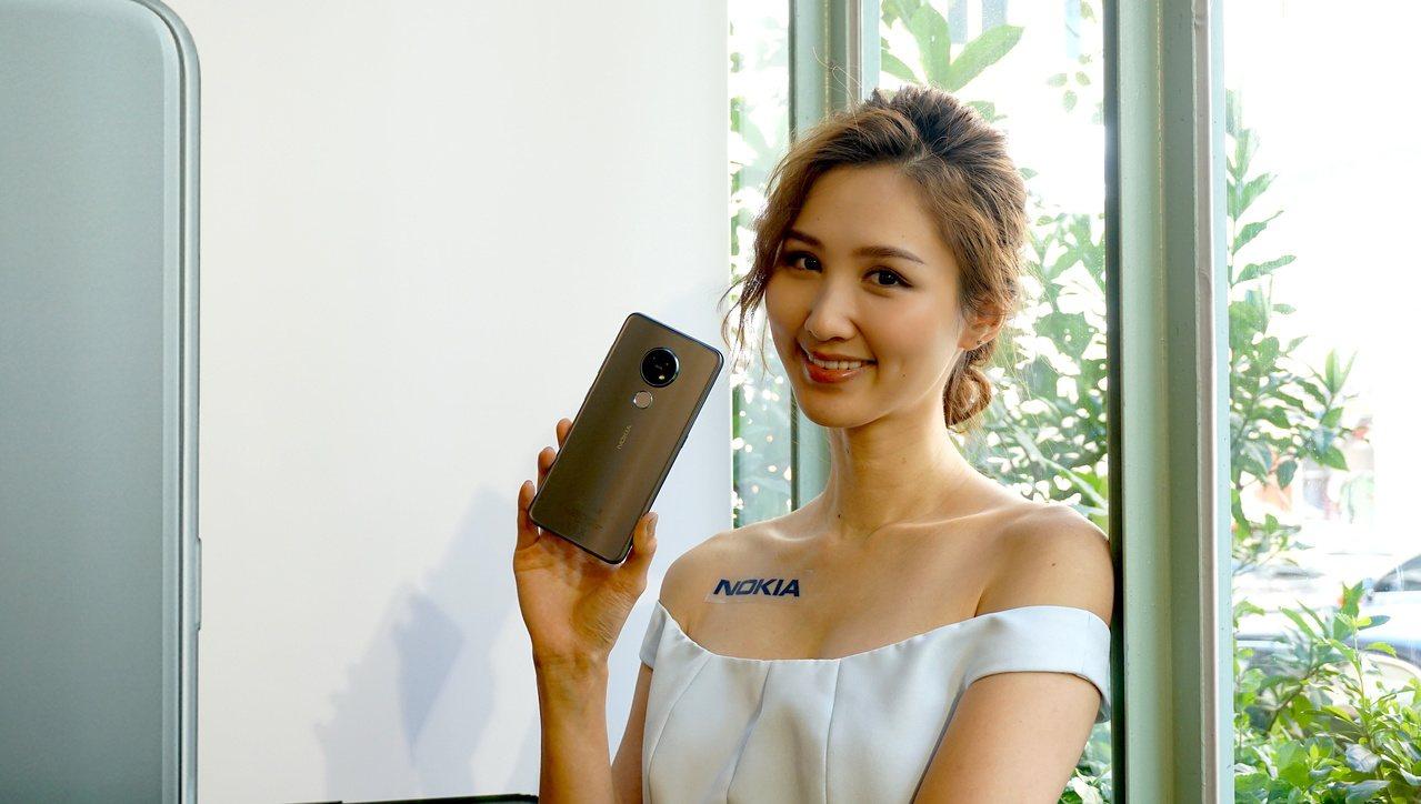 Nokia 7.2配置三鏡頭主相機設計,主鏡頭高達4,800萬畫素。記者黃筱晴/...