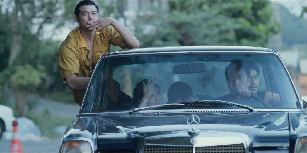 王柏傑在「罪夢者」中飾演黑道小混混,與四兄弟們時常結伴開車出遊。圖/Netfli...
