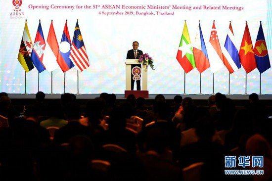 泰國總理巴育9月6日在曼谷舉行的第51屆東協經濟部長會議開幕式上致辭時,呼籲東協...