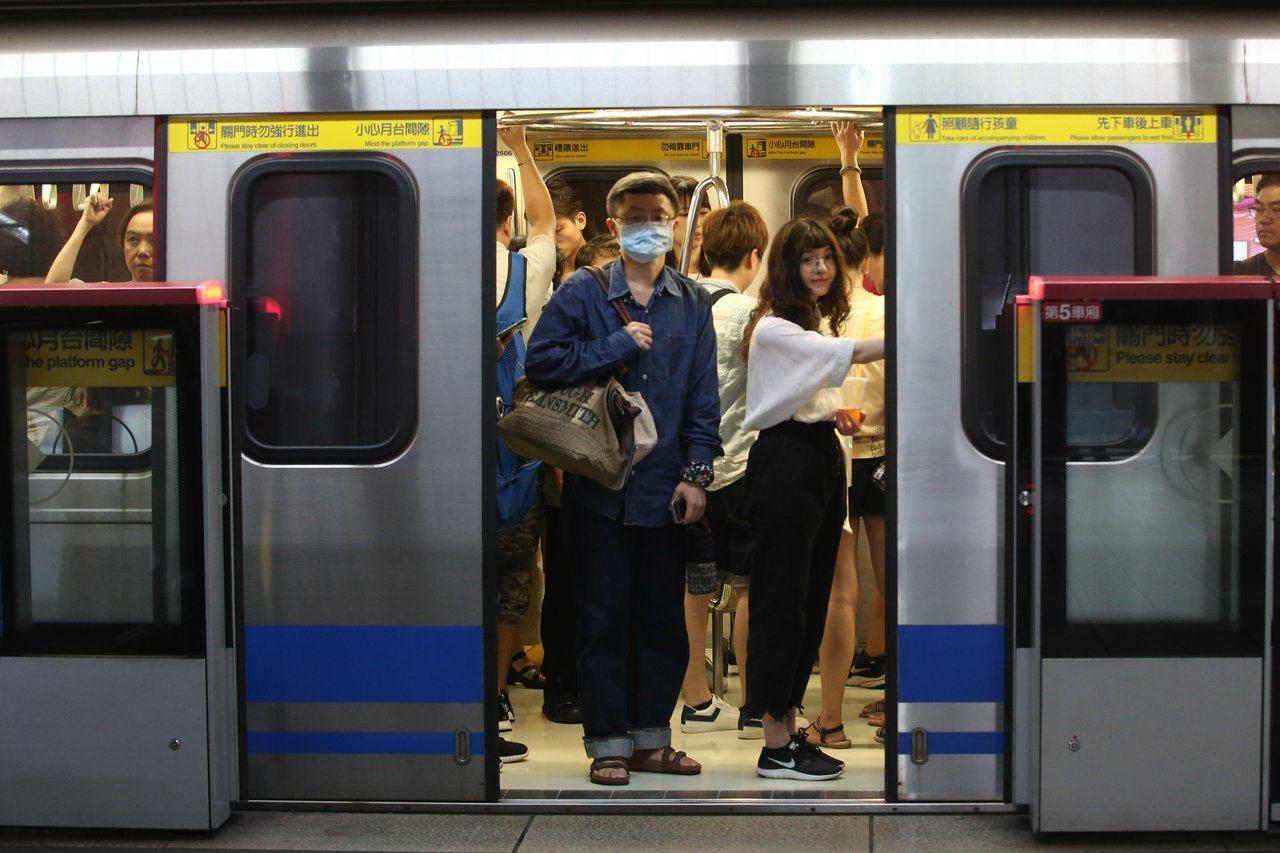 北捷目前僅在站點服務處提供「TPE-Free」網路熱點,車廂內並無WiFi可用。...