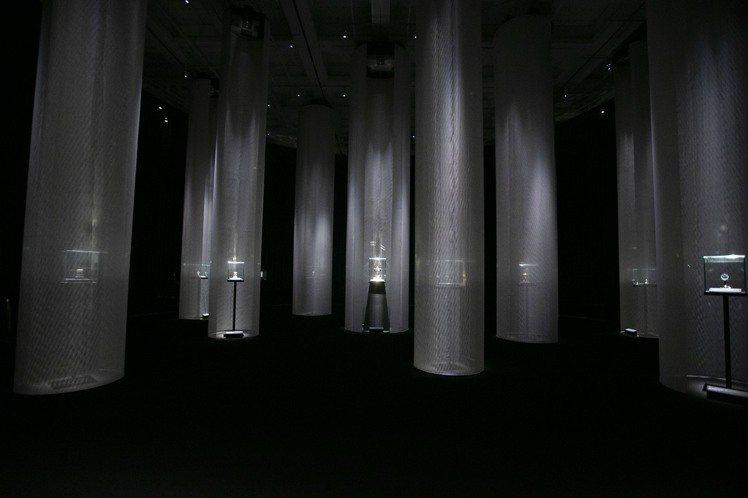 卡地亞在東京舉辦「卡地亞。時之結晶」特展,邀請了日本攝影大師杉本博司與榊田倫之共...