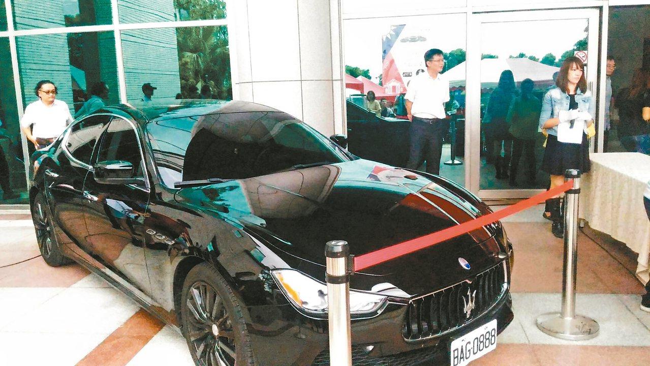 台南地檢察署和行政執行署台南分署昨天舉辦聯合法拍會,首次拍賣瑪莎拉蒂名車。 記者...