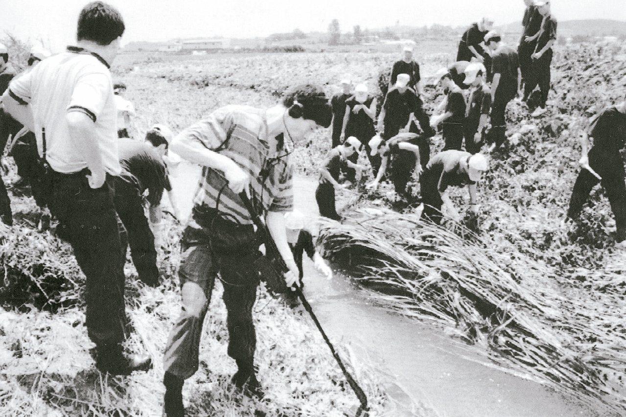 南韓警方一九九三年針對華城連環殺人案進行搜索。這件當年引發矚目的懸案,最近宣告偵...
