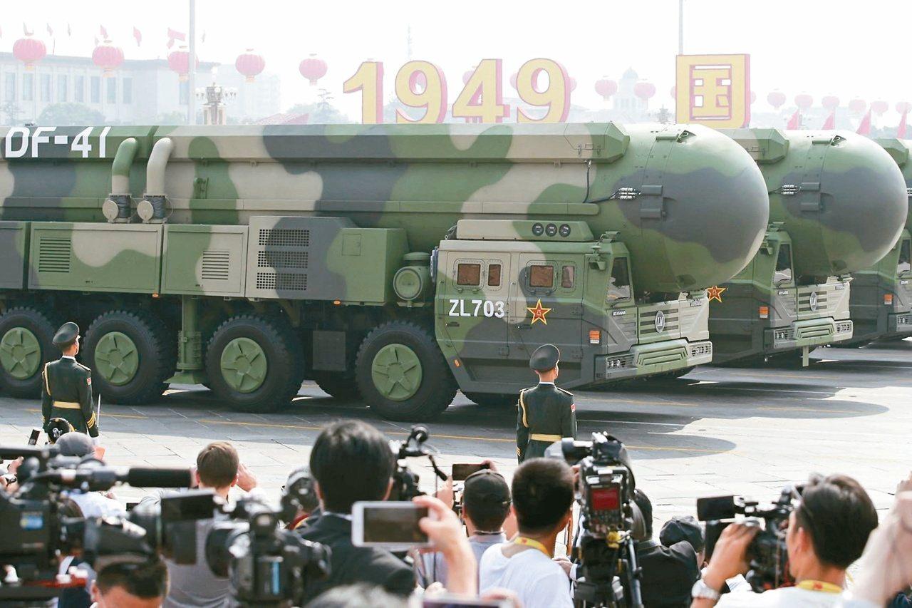 中國大陸舉行建政70周年國慶大閱兵,全球射程最長洲際彈道飛彈之一、東風41首度公...