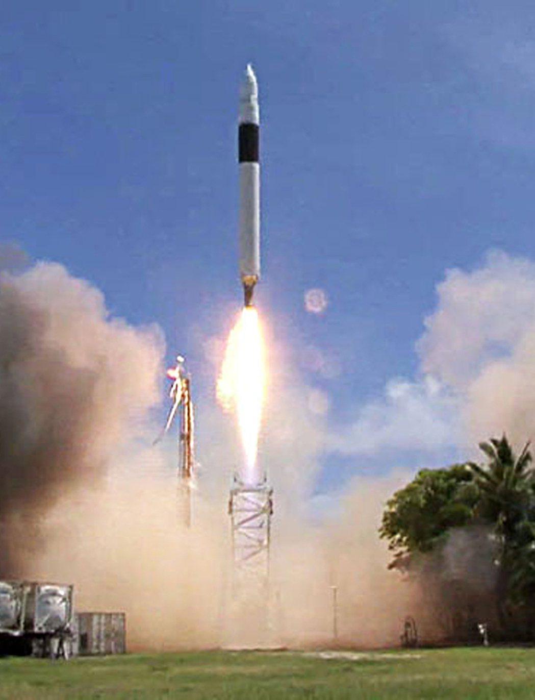 SpaceX旗下最早發射火箭獵鷹1號,如今成功發射滿11周年。 (法新社)