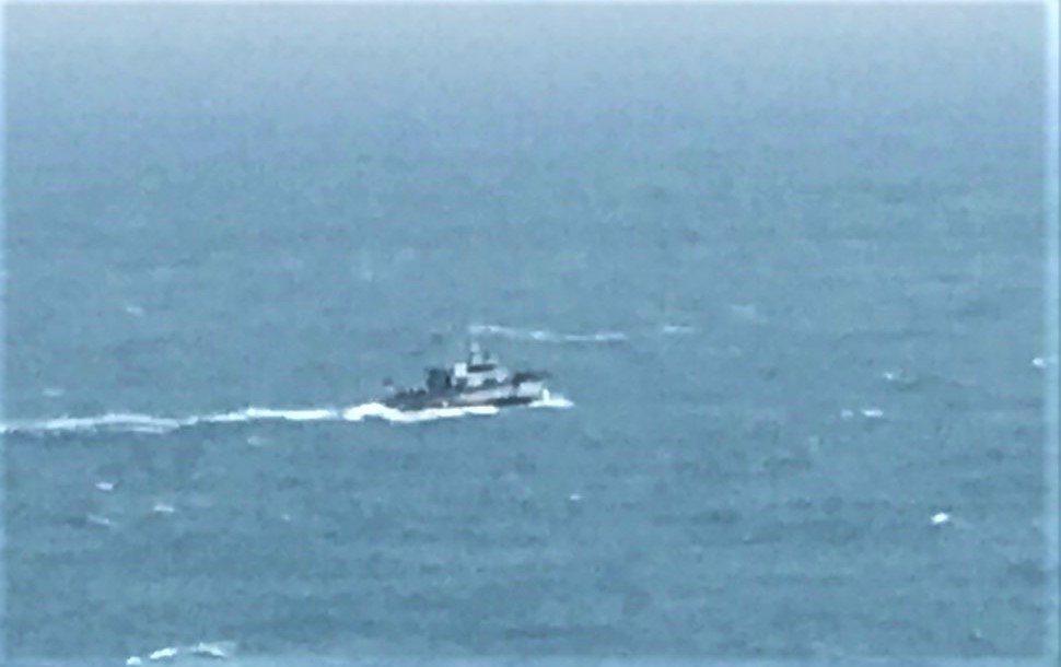 墾丁貓鼻頭外海3船潛潛客失蹤,海巡和救難隊員全力搜尋中。記者潘欣中/翻攝
