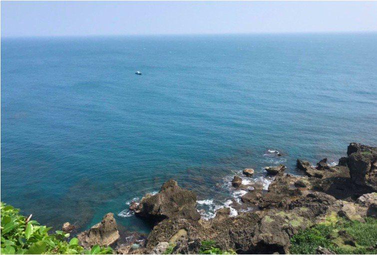 墾丁貓鼻頭外海今天上午3名船潛的潛水客失蹤,楊姓潛水教練在鵝鑾鼻外海被尋獲。記者...