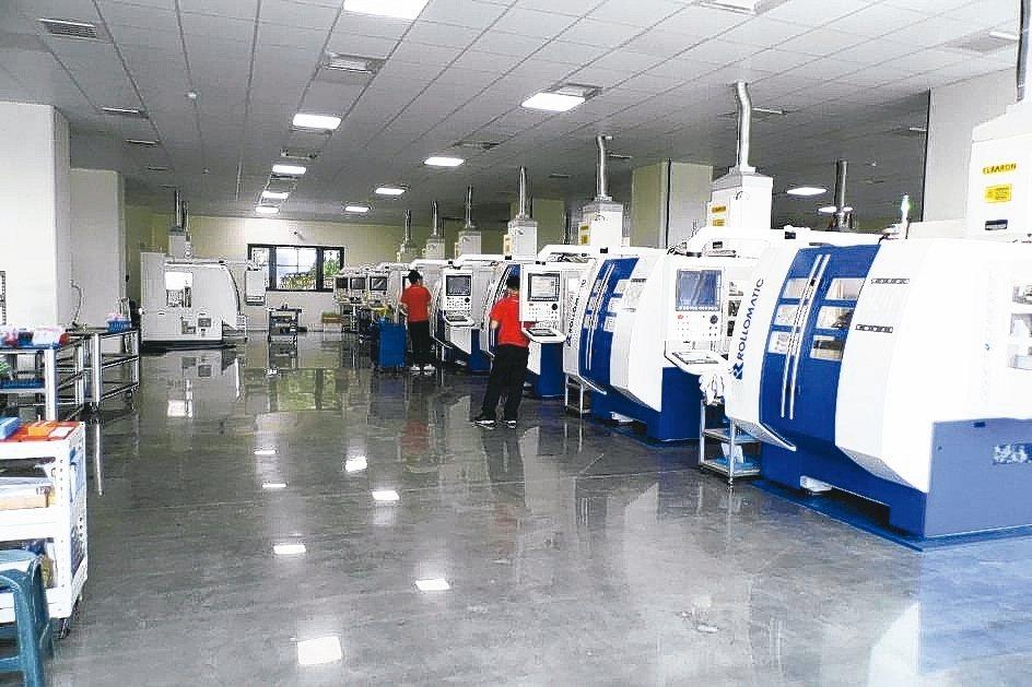 七駿科技新廠中全新的刀具生產機台設備,正式投產。 林志鴻/攝影
