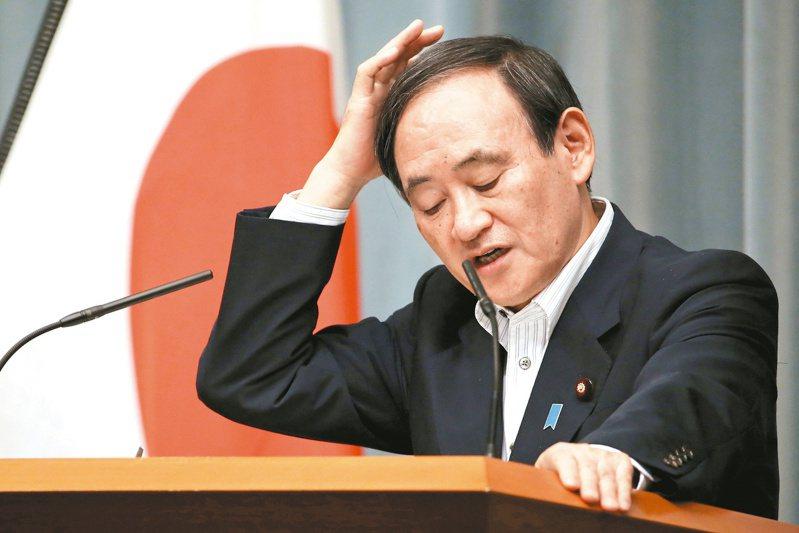 日本政府發言人、內閣官房長官菅義偉(見圖)說,北韓發射的一枚飛彈今天上午疑似落入日本專屬經濟海域(EEZ),迄今未傳出鄰近地區的飛機或船隻受到影響。美聯社