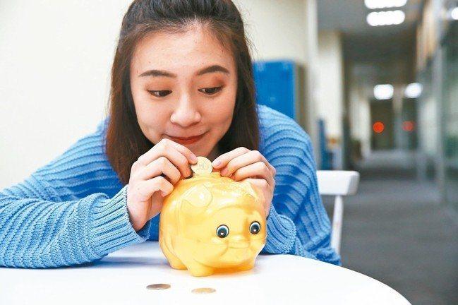 中信銀行統計,近五成的民眾針對退休規畫傾向投資耳熟能詳的ETF,且女性較有退休準...