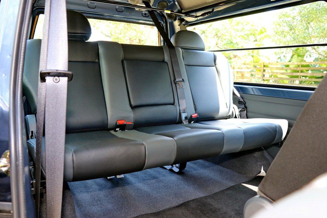 第三排座椅的整體空間一樣能夠容納成年男性。 記者陳威任/攝影