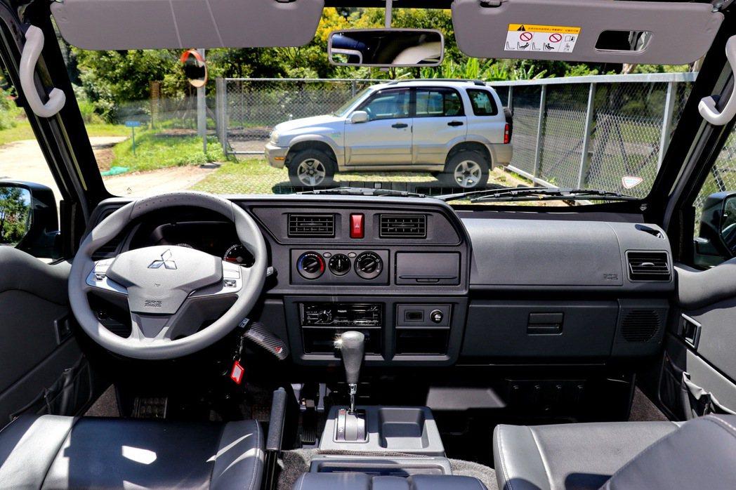 內裝提供更多置物空間及更向乘用車靠攏。 記者陳威任/攝影