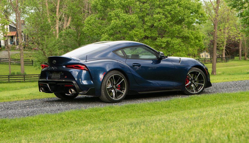 由於NHTSA規定發布召回訊息的車商必須是負責製造該車的車廠,所以當Toyota...
