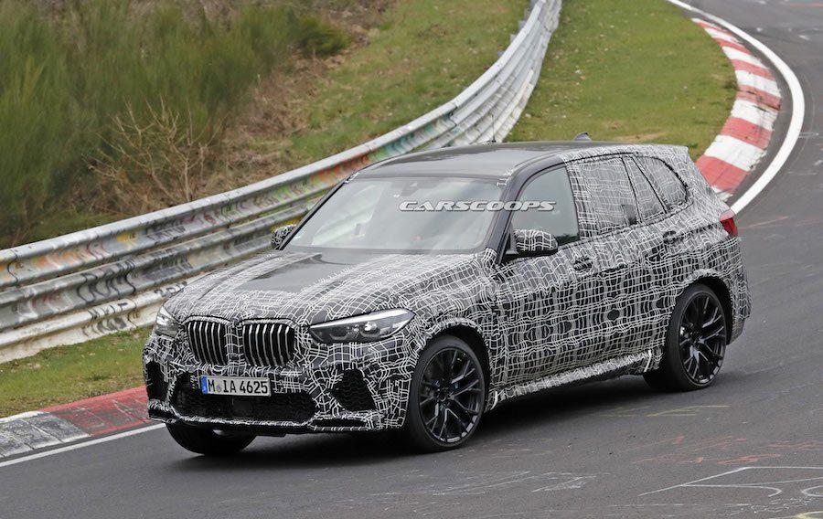 新世代BMW X5 M偽裝測試車。 摘自Carscoops.com