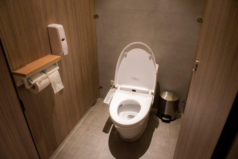 ▲連廁所也規劃得很舒適。▲而且流水蝦吃到飽餐廳竟然有設置免治馬桶,老闆會不會太大...