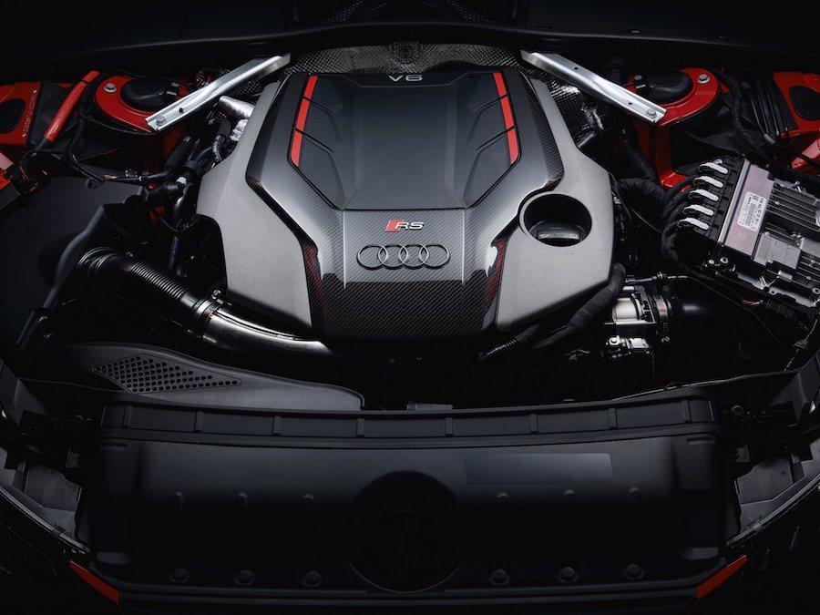 小改款Audi RS4 Avant搭載2.9L V6雙渦輪增壓引擎,能發揮出44...