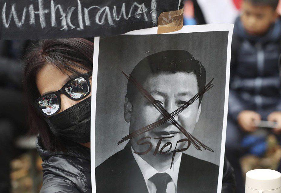 中共建政70周年慶典前夕,全球至少24個國家加入了「全球連線-共抗極權」的遊行活動。達志影像