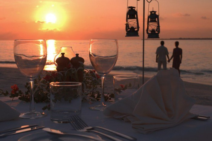 沙灘燭光晚餐。 圖/ Flickr