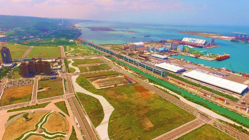 新北八里區台北港的娛樂專用區將變更為產業專區,預計明年4月可進行標售。圖/新北地...
