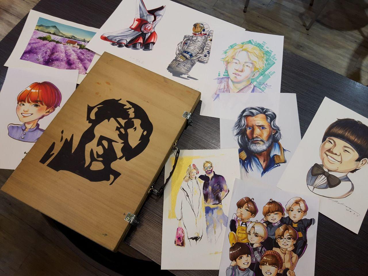 參加Q版人物義畫的高中生,繪畫作品多樣化。(記者蔡怡真/攝影)