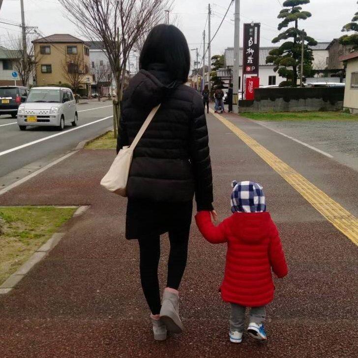 幼童在學習走路過程中容易出現O形腿或X形腿,但隨著發育成長,會逐漸形成足弓,家長...