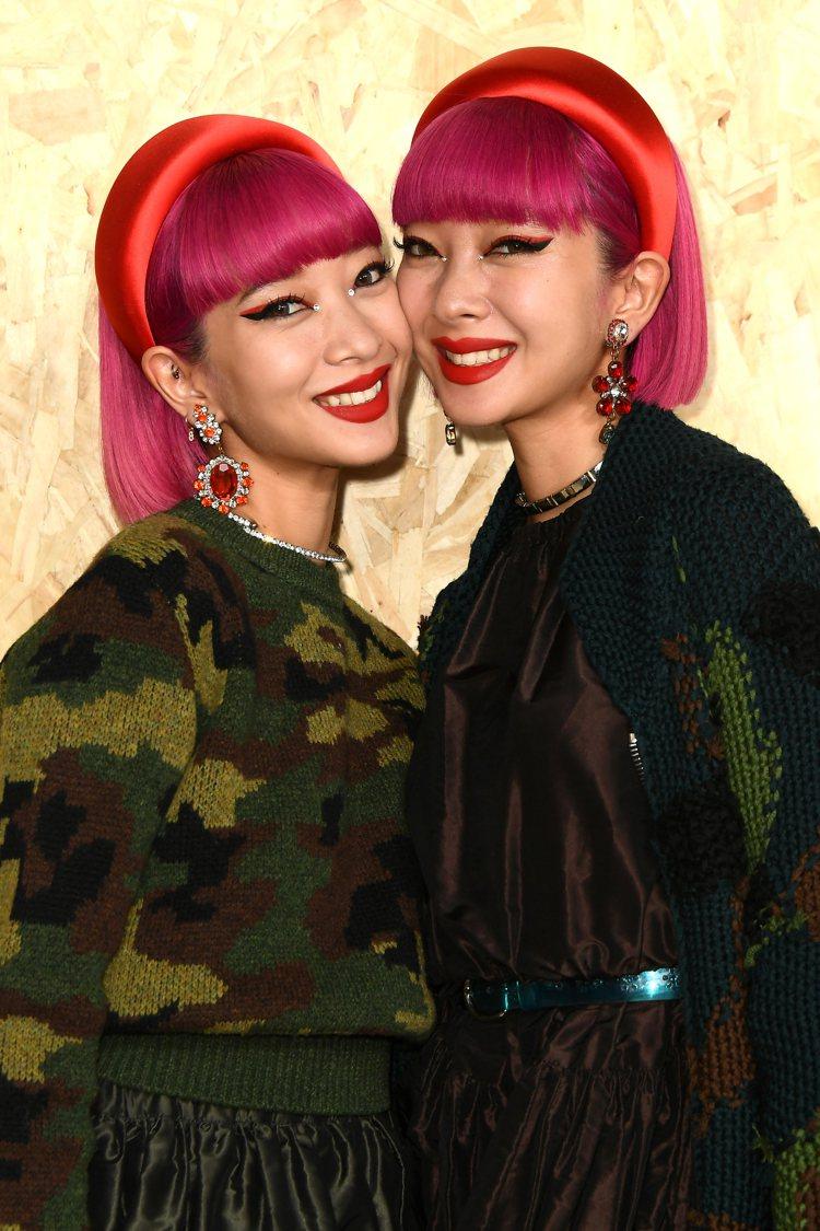 雙胞胎鈴木姊妹花Aya及Ami。圖/MIU MIU提供
