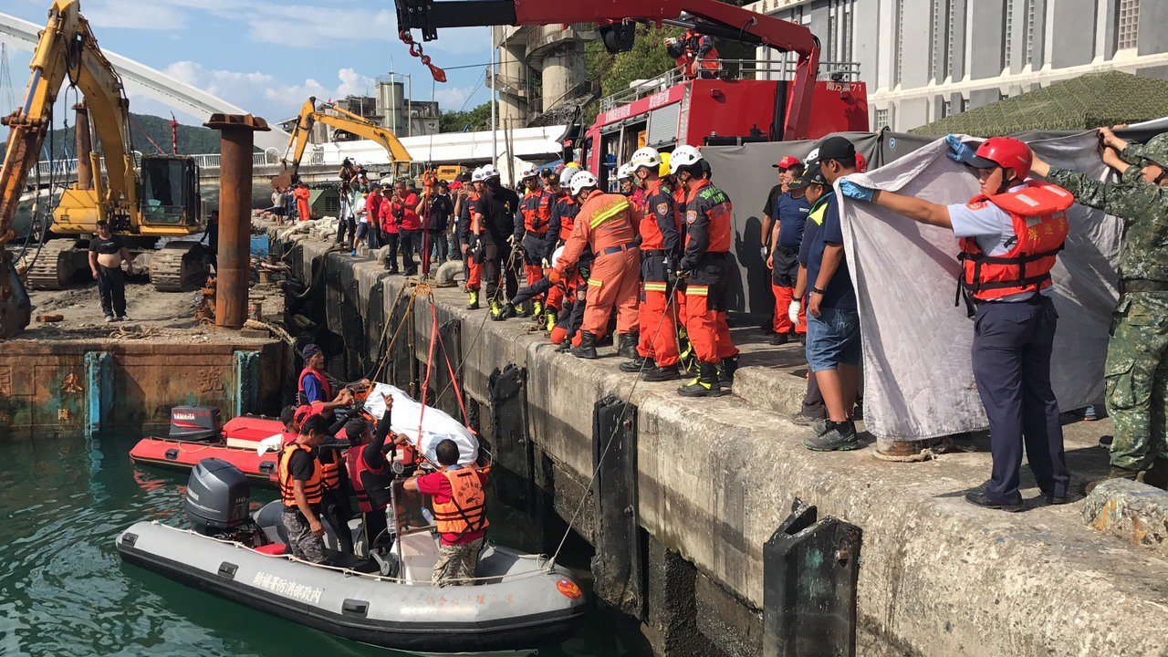 影/南方澳斷橋 第五名漁工遺體尋獲