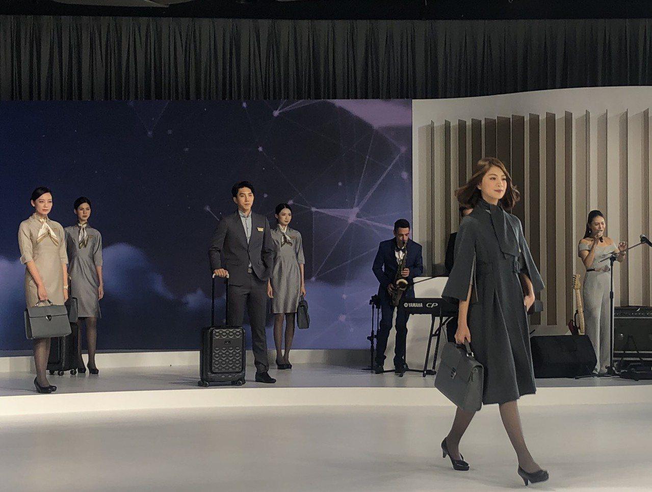 星宇航空開航倒數,今天盛大舉行的「JX Style制服暨機艙發表會」。記者侯俐安...