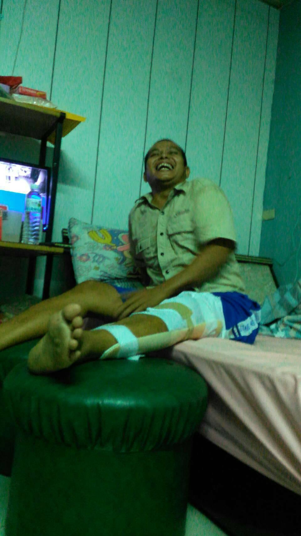 印尼籍漁工Ersona去年才遭遇職災受傷,不幸在這次斷橋事件罹難。圖/李麗華提供