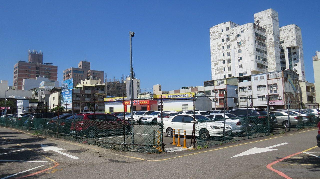 苗栗市民族路、忠孝路口的「市6」市場用地,專案通盤檢討研提變更商業區。記者范榮達...