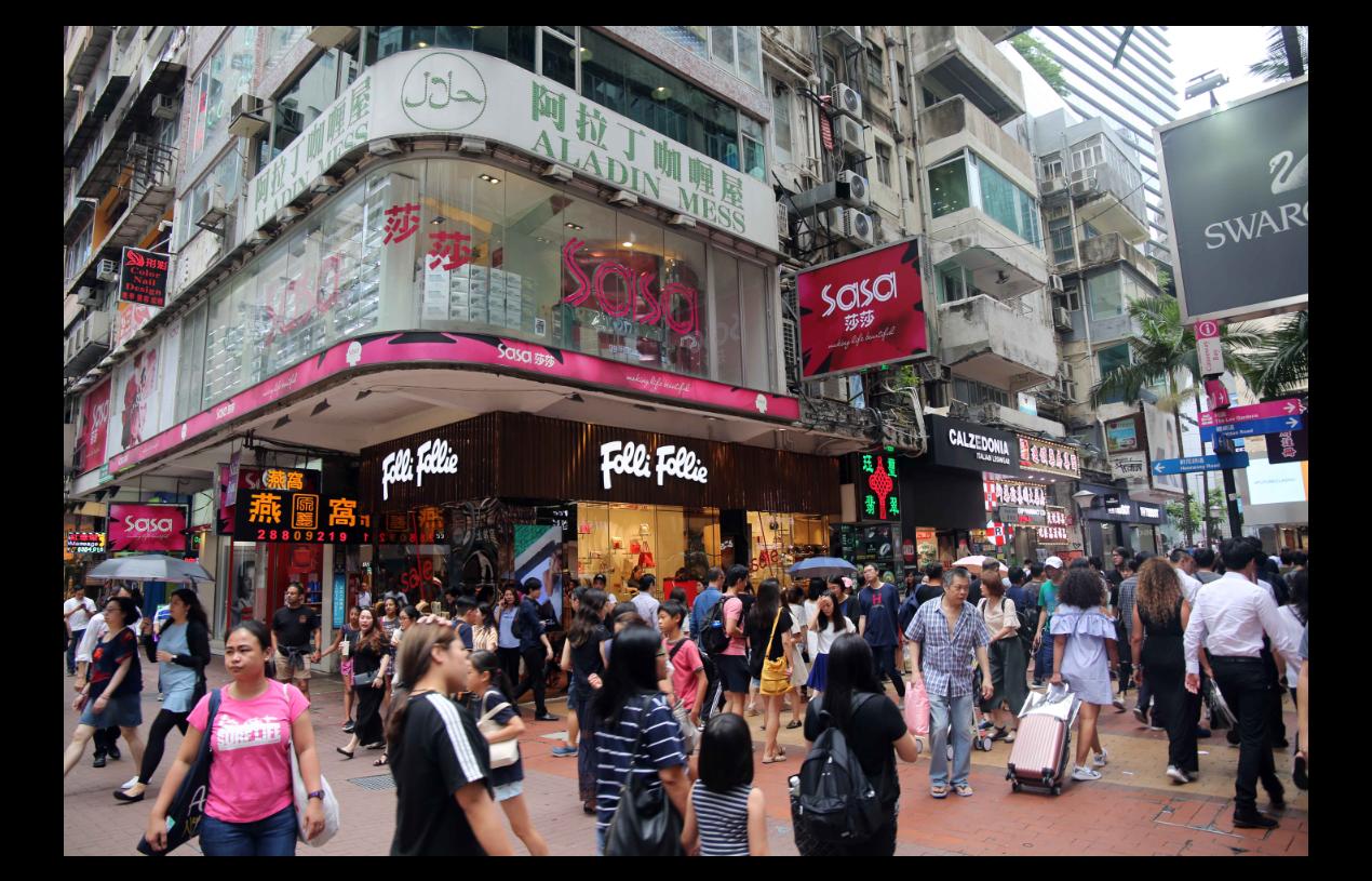 香港社會暴力事件衝擊零售業銷售在8月進一步轉差,創有紀錄以來最大單月跌幅23%。...
