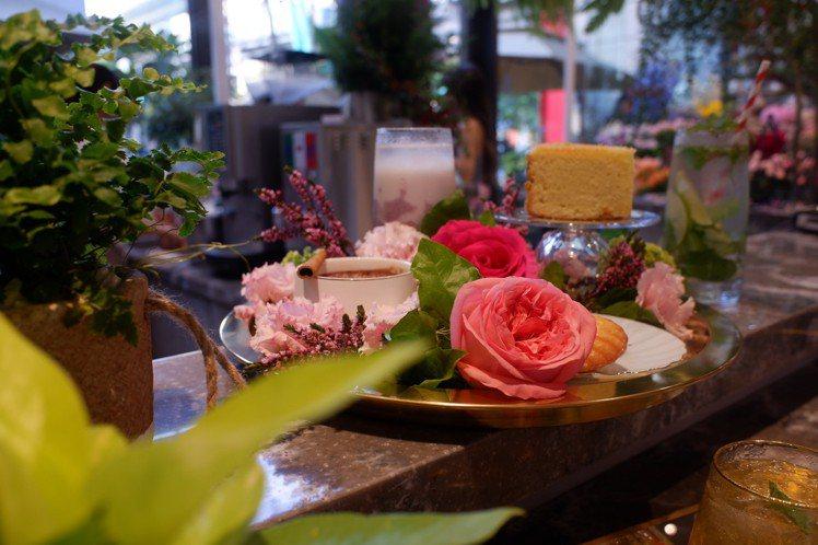 新光三越信義A8引進的「花意空間」,首度以花店與咖啡廳複合型態進駐百貨。記者江佩...