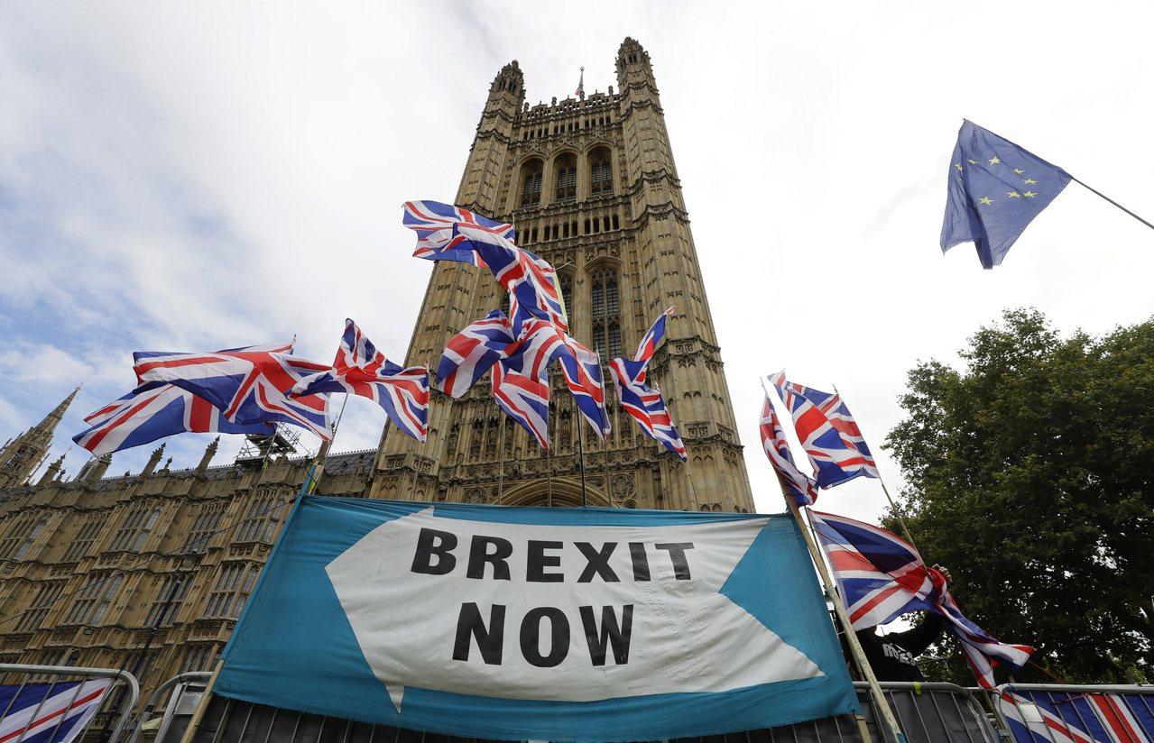 摩根士丹利發表其電腦運算的英國脫歐結果模型,結果顯示,無協議脫歐的影響雖然並不如...