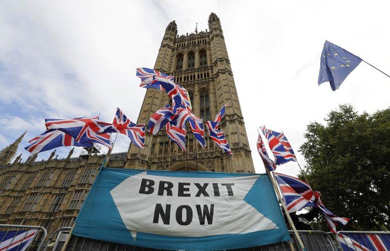 摩根士丹利發表其電腦運算的英國脫歐結果模型,結果顯示,無協議脫歐的影響雖然並不如想像中糟,但還是很糟。  美聯社