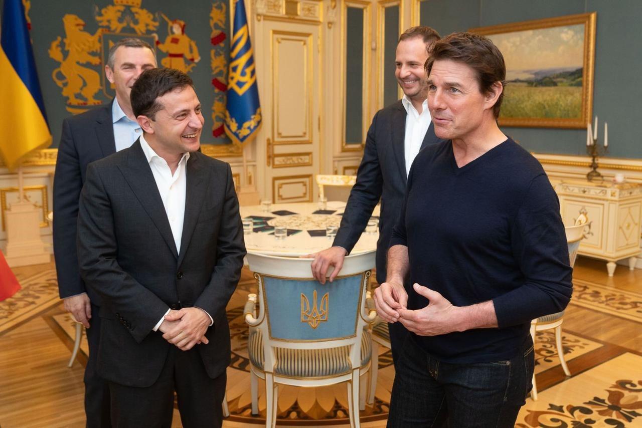 烏克蘭總統澤倫斯基(左)與湯姆克魯斯(右)會面。法新社