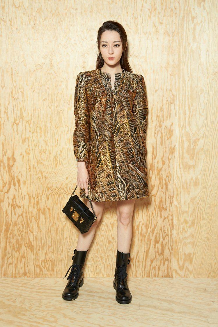 迪麗熱巴一身金燦洋裝奢華迷人。圖/LV提供