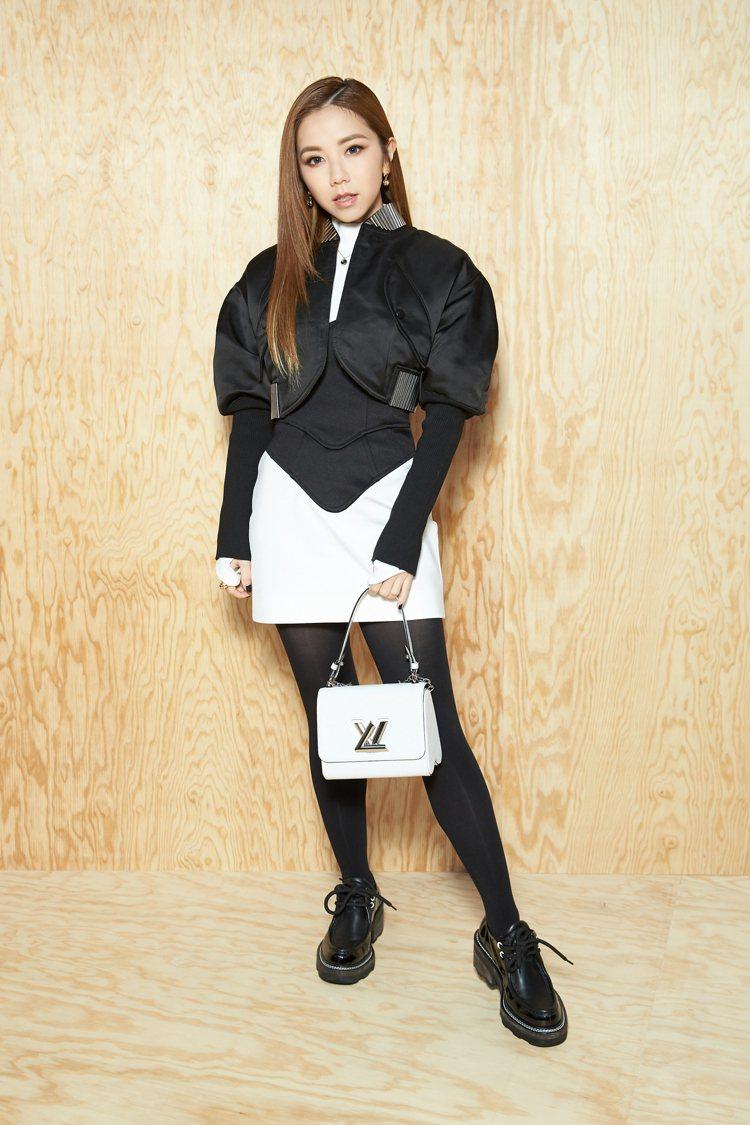 鄧紫棋以帥氣造型現身路易威登2020春夏女裝大秀。圖/LV提供